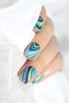 Marbled Like the Sea - P121 What's Up Nails - water -decals - marble - no water watermarble - aquatic nail art - manucure marbrée
