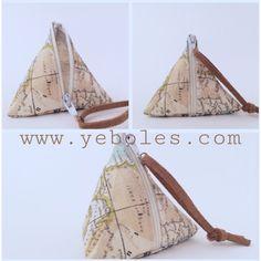 Monedero pirámide. A la venta en www.yeboles.com