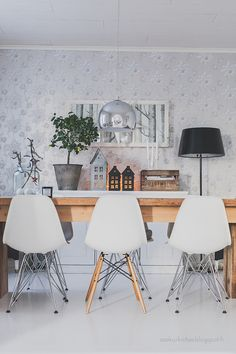 DSW, DSR chairs Scandinavian home. Kitchen Dining, Dining Room, Dining Table, Nordic Interior Design, Scandinavian Home, Sweet Home, Chairs, Interiors, Furniture