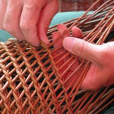 Discover thousands of images about Newspaper Basket, Newspaper Crafts, Paper Weaving, Weaving Art, Basket Weaving Patterns, Bamboo Structure, Willow Weaving, Weaving Techniques, Diy Arts And Crafts