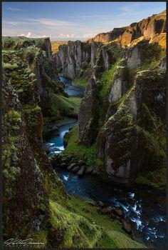 IcelandCanyon01