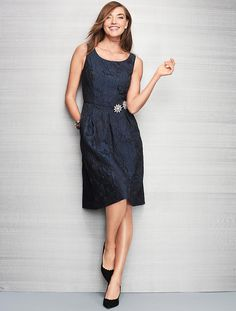 Elegant and easy to wear, a rich brocade elevates a chic jacquard in a classic fit-and-flare silhouette with a flatteringly pleated, full skirt.