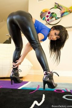 Latex Pants, Steam Girl, Tights, Leggings, Bend Over, Short Tops, Us Images, Sexy, Stockings