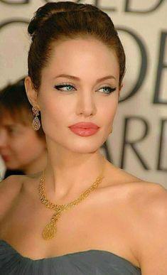 Angelina Jolie The Beauty Queen Angelina Jolie Fotos, Angelina Jolie Makeup, Angelina Joile, Angelina Jolie Style, Beautiful Celebrities, Beautiful Actresses, Girls Image, Beauty Queens, Hollywood Actresses