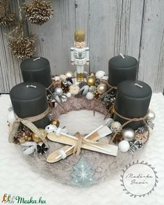 Christmas Ideas, Xmas, Centerpieces, Table Decorations, Wreaths, Home Decor, Weihnachten, Decoration Home, Door Wreaths