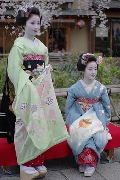 April 2009: maiko Mamehana and Takasuzu under cherry blossoms by Hiro - Kokoro☆Photo on Flickr They're both retired geiko by now.