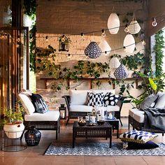 Välkommen ut! Sköna sittmöbler och mysig belysning gör uterum och balkonger till en plats för både varma dagar och ljumma kvällar. Utomhusserien #KUNGSHOLMEN i sektioner är underhållsfri och lätt att passa in. Se mer på IKEA.se/KUNGSHOLMEN KUNGSHOLMEN soffbord 595 kr, KUNGSHOLMEN/KUNGSÖ 2-sits soffa 2990 kr.