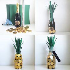 Ska du iväg på #kalas i helgen?? Skoja till gå-bort-vinet/saftflaskan och förvandla den till en smarrig annans! ✨ •Allt som behövs är chokladpengar, färgat papper, cellofan och limpistol! •Börja med att klippa ut och limma på pappersremsor. Limma sedan på chokladen. • Packa in i cellofan för en festligare look ✨ // Dinner-party this weekend? Decorate a wine bottle with chocolate-coins ✨