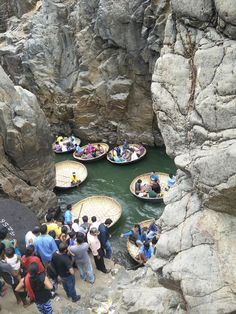 A trip to Hogenakkal falls is a perfect day trip idea from Bangalore. You can complete trip to Hogenakkal falls & return before sunset. Travel Tours, Travel Destinations, Day Trips From Bangalore, Family Of 4, Before Sunset, Small Boats, Travelogue, India Travel, Waterfalls