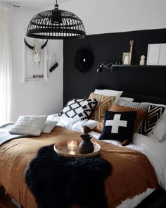Amazing Black and White Bedroom Decor Renovation &; Best Home Ideas and Inspiration Amazing Black and White Bedroom Decor Renovation &; Best Home Ideas and Inspiration Elisabeth Snow elisabethsnow träum süß Werbung […] bedroom furniture White And Brown Bedroom, Black White Bedrooms, White Bedroom Decor, Black Bedroom Furniture, Bedroom Sets, Home Decor Bedroom, Modern Bedroom, Furniture Legs, Barbie Furniture