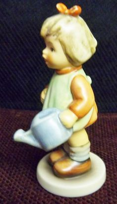"""VINTAGE HUMMEL """"NATURE'S GIFT"""" LITTLE GIRL WITH WATERING PAIL. TMK7  #729"""