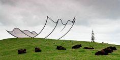 Alan Gibbs possède une propriété de 4km² sur une ile au nord de la Nouvelle-Zélande, pour la décorer il a commandé des oeuvres spéciales à des artistes de renom. Il y a 22 de ces sculptures en tout que vous pouvez voir sur ce site, en attendant en voici une petite sélection. ( Via )
