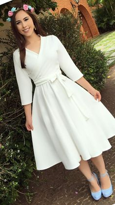 v neck outfit Modest Dresses, Modest Outfits, Simple Dresses, Modest Fashion, Elegant Dresses, Hijab Fashion, Pretty Dresses, Vintage Dresses, Beautiful Dresses