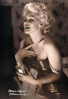 Chanel 5 & Marilyn Monroe. Perfect Combo :)