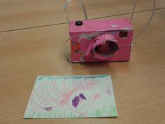 Maak een foto met je eigen gemaakte camera. Crafts For Kids, Arts And Crafts, Preschool Lessons, School Projects, Film, Museum, Creative, Photography, Teacher