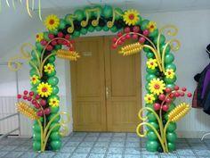 Delightful balloon arch treatments