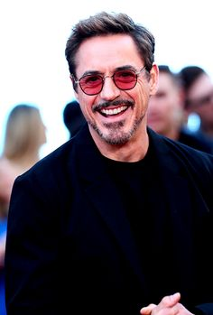 Wallpaper of multverso - Tony Stark (Robert Downey jr) - Wattpad Hero Marvel, Tony Stank, Robert Downey Jr., I Robert, Iron Man Tony Stark, The Best Films, Marvel Actors, Downey Junior, Hollywood Actor