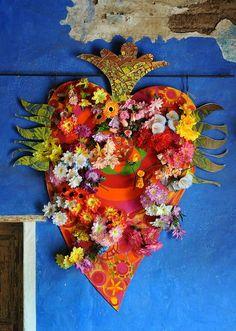 El Corazon de Mexico by Ilhuicamina, via Flickr Great display piece for Dia de Los Muertos.