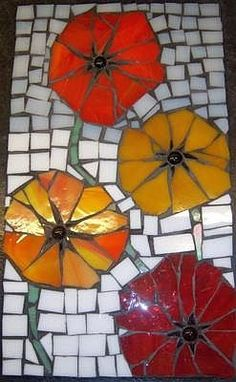 free mosaic patterns for tables için resim sonucu Mosaic Flower Pots, Mosaic Pots, Mosaic Glass, Mosaic Tray, Mosaic Wall, Mosaic Tiles, Stained Glass Designs, Mosaic Designs, Stained Glass Patterns