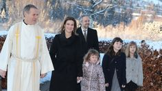 seher.no:  Norwegian Royal Family attend Christmas Service, December 25, 2014-Princess Märtha Louise, husband Ari Behn, and their daughters Emma Talulah, Maud Angelica and Leah Isadora attended service at Lommedalen Church