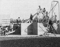 "Margaret Groom & Brian Milne | Milton Keynes - vintage kids playgrounds, 1972 - from the book ""Espaces de jeux : de la boîte à sable au terrain d'aventure"", 1976 - via Architektur für Kinder"