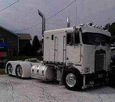 Old Skool Truckin Big Rig Trucks, Show Trucks, Old Trucks, Custom Big Rigs, Custom Trucks, Cab Over, Trucks And Girls, Peterbilt Trucks, Ford