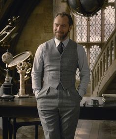 Everything We Know About Dumbledore & Grindelwald's Complicated Relationship Gellert Grindelwald, Crimes Of Grindelwald, Date Outfit Casual, Date Outfits, Look Fashion, Winter Fashion, Mens Fashion, Coming To Theaters, Young Leaders