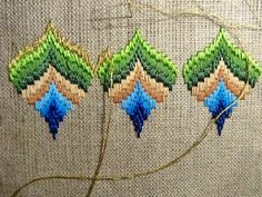 Bargello peakock project pas à pas Hardanger Embroidery, Hand Embroidery Patterns, Embroidery Stitches, Broderie Bargello, Bargello Needlepoint, Bordado Tipo Chicken Scratch, Cross Stitch Material, Bargello Patterns, Paper Napkins For Decoupage