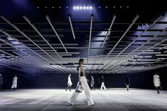 bureau betak dior : sculptural sci-fi grid for esprit dior tokyo show
