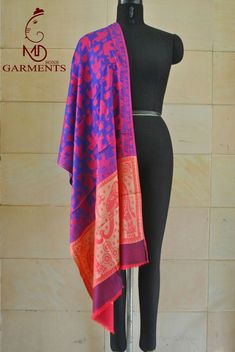 A luxurious Pashmina wrap is the perfect fashion accessory for any season. This shawl is reversible, giving you two different looks! ①This shawl is hand woven. Pashmina Wrap, Pashmina Shawl, Neck Wrap, Womens Scarves, Scarf Wrap, Paisley, Cashmere, Fashion Accessories, Kimono Top