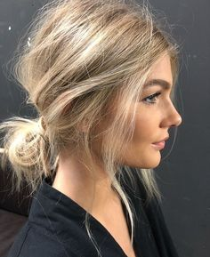 Effortlessly undone hair beauty 35 classy and modern messy hair looks you should try Low Bun Hairstyles, Pretty Hairstyles, Wedding Hairstyles, Hairstyles 2016, Shoulder Length Hairstyles, Quinceanera Hairstyles, Hairstyles Pictures, Blonde Hairstyles, Simple Hairstyles