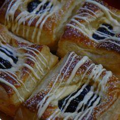 Jouluviineri. Sisältää vaniljatuorejuustoa. French Toast, Deserts, Food And Drink, Baking, Breakfast, Sweet, Xmas, Christmas, Morning Coffee
