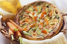 Laissez dégeler la pâte feuilletée. Épluchez les carottes et coupez-les en fines rondelles. ...