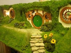 DIY- My Hand Made Hobbit Hole – Bag End from Lord of the Rings » How I made the Hobbit Hole VIEW ROOMS HERE:https://madshobbithole.wordpress.com/2010/01/18/my-hand-made-hobbit-hole-bag-end-from-lord-of-the-rings/