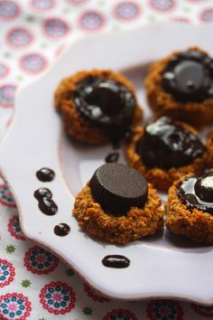 """Carrot Cookies with chocolate """"hats"""". Raw & vegan."""