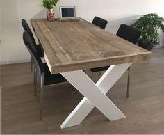 """Steigertafel """"Benno"""" Is gemaakt van AA kwaliteit steigerhout, dit zijn delen die goed gedroogd zijn en zo de werking van de planken minimaliseren. De delen zijn geschaafd en fijn geschuurd compleet splintervrij, doordat de planken een stoere robuuste uitstraling hebben ziet de tafel er echt geleefd uit! Een prachtige landelijke rand om het blad maakt het plaatje af. Modern Office Design, Dining Table, Woodworking, Interior, Coffee Tables, Living Rooms, Furniture, Home Decor, Board"""