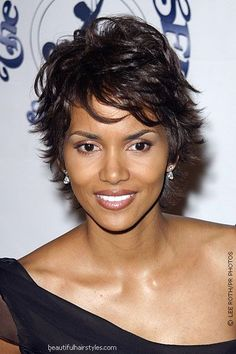 Halle Berry wearing a flip pixie haircut. Modern Short Hairstyles, Short Haircut Styles, Layered Hairstyles, Beautiful Hairstyles, Trendy Hairstyles, Short Pixie Haircuts, Short Styles, Hot Hair Styles, Curly Hair Styles