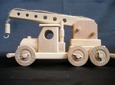 Army helicopter US Apache, wooden toys - Wooden Gifts SOLY Wooden Toy Train, Wooden Toy Trucks, Wooden Car, Wooden Ship, Making Wooden Toys, Woodworking Toys, Woodworking Projects, How To Make Toys, Natural Toys