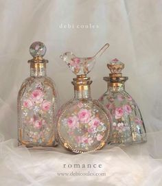 So beautiful and so romantic! My hand painted French Blush Roses Fleur de lis Pe. - So beautiful and so romantic! My hand painted French Blush Roses Fleur de lis Perfume bottles are a - Perfumes Vintage, Antique Perfume Bottles, Vintage Bottles, Bottle Art, Bottle Crafts, Bottle Painting, Romantic Shabby Chic, Romantic Cottage, Romantic Roses