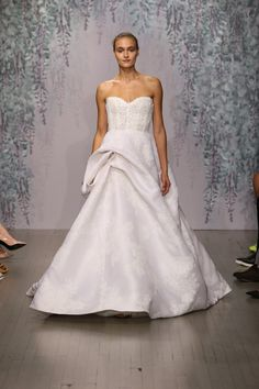 Monique Lhuillier Bridal Fall 2016 Fashion Show - Monique Lhuillier Fall 2016, October 2015, New York