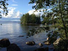 Joskus pitää mennä kauas, että näkee lähelle. Mitä kauneinta Suomea vain parin kilometrin päästä kotiovella Kaupin metsäisillä rannoilla. River, Outdoor, Outdoors, Outdoor Games, The Great Outdoors, Rivers