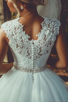 Wedding dress: trend 2018 for this dress - fashion jewelry Hochzeitskleid: Trend 2018 für dieses Kleid – Mode Schmuck Trends Wedding dress: trend 2018 for this dress – dress - Dream Wedding Dresses, Wedding Gowns, Prom Dresses, Lace Wedding, Wedding White, Wedding Venues, Tea Length Wedding, Yes To The Dress, Wedding Wishes