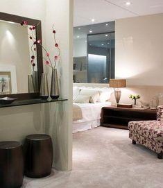 Como ter um hall em casa mesmo sem ter espaço Decor, Furniture, House, Hall, Home Decor, Decora, Mirror