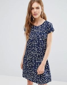 Buy it now. Noisy May Carlos Safety Pin Tea Dress - Navy. Dress by Noisy May, Woven fabric, Round neck, Capped sleeves, All-over printed design, Regular fit - true to size, Machine wash, 100% Cotton, Our model wears a UK S/EU S/US XS and is 176cm/5'9.5 tall. ABOUT NOISY MAY The younger and louder sibling of Danish brand Vero Moda, Noisy May is your new go-to label for fashion-forward denim. Their first collection sees authentic, raw, cutting-edge jeans sit alongside a trend-led range of…