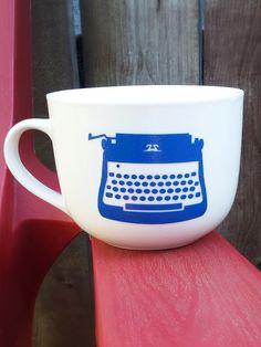 Typewriter mug - typewriter, vintage, retro, writer, mug Vintage Typewriters, Book Worms, Retro Vintage, Mugs, Unique Jewelry, Tableware, Handmade Gifts, Etsy, Life