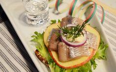 Vappuna maistuu suolainen, joko aattoiltana juhliessa tai Vapun päivänä. Hamburger, Breakfast, Ethnic Recipes, Food, Morning Coffee, Essen, Burgers, Meals, Yemek