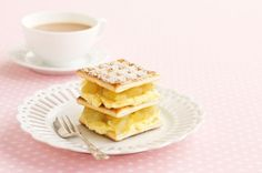 With a smooth apple and custard filling, these classic cream biscuits are a winning treat! Custard Cream Recipe, Apple Custard, Custard Recipes, Custard Filling, Milk Recipes, Cake Recipes, Choc Ripple Cake, Jelly Slice, Fairy Bread