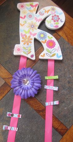 Bow and clip holder: I could make this...I think. Good gift to make and give.