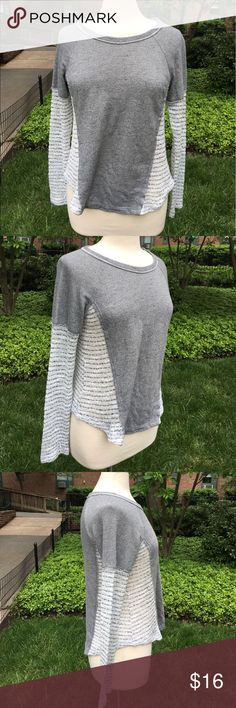 """Vintage Havana Gray Knit Top Scoop neck long sleeve top has open Knit sleeves and side panels. Measures 18""""inches armpit to armpit and 22""""inches long. 🌸No tag. Size M based on measurements Vintage Havana Tops Tees - Long Sleeve"""