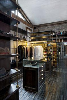 industrial warehouse in Sydney's Surry Hills neighborhood / by Allen Jack+Cottier architecte / walk-in closet